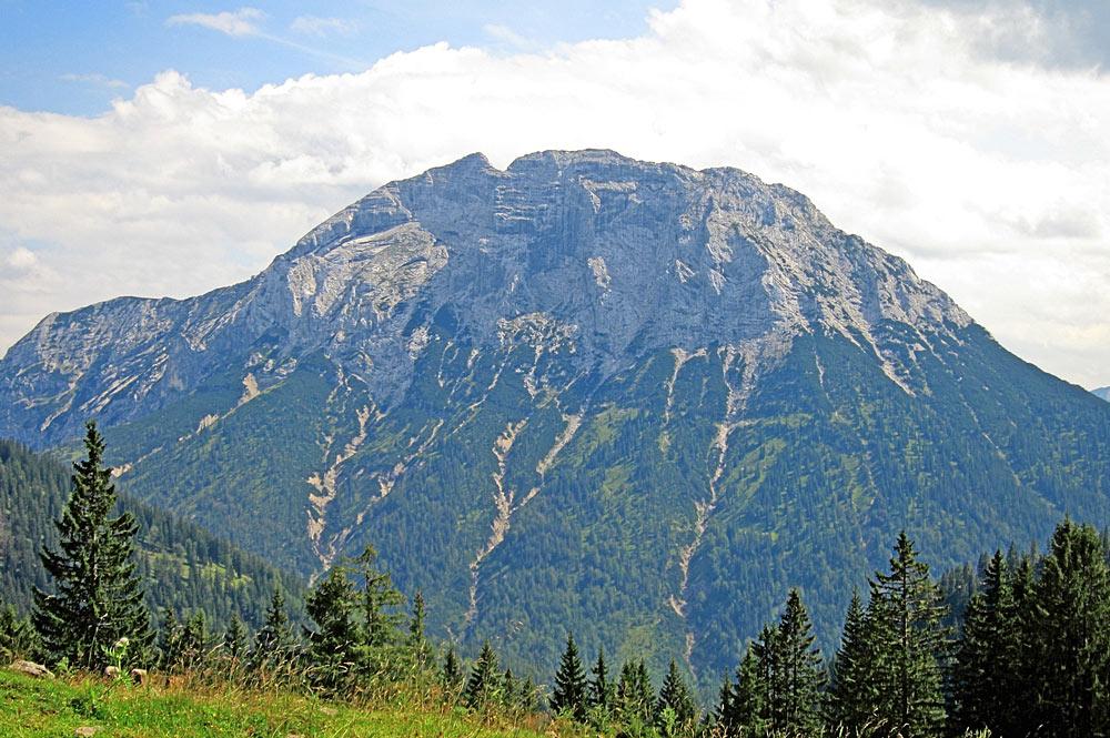 Blick auf die Nordwand des Gufferts bei Steinberg am Rofan