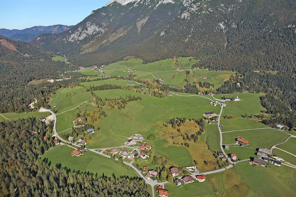 Luftaufnahme von Steinberg am Rofan