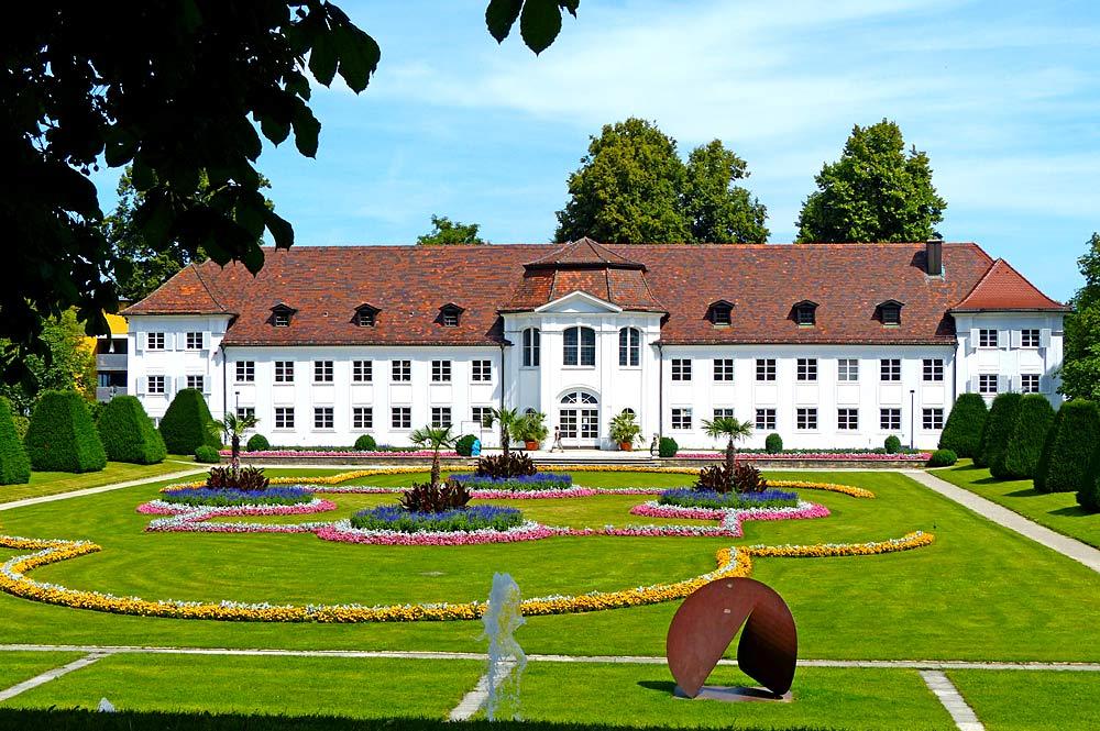 Blick vom Hofgarten auf die Südfassade der Orangerie der Fürstäbtlichen Residenz in Kempten