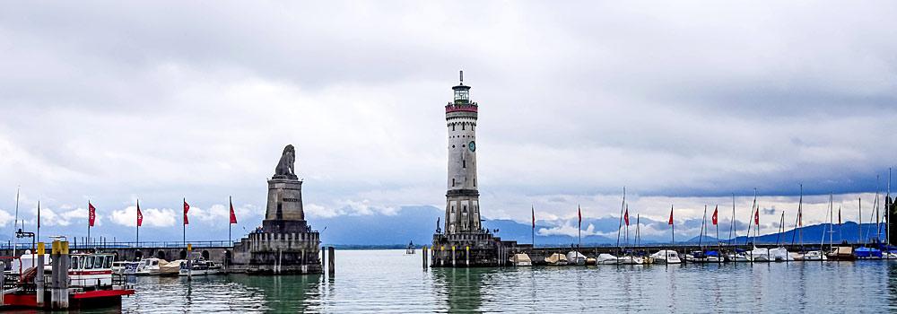 Hafeneinfahrt von Lindau mit Löwenstatue und Leuchtturm
