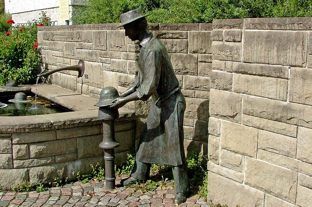 Hutmacherbrunnen am Hutmacherplatz in Lindenberg