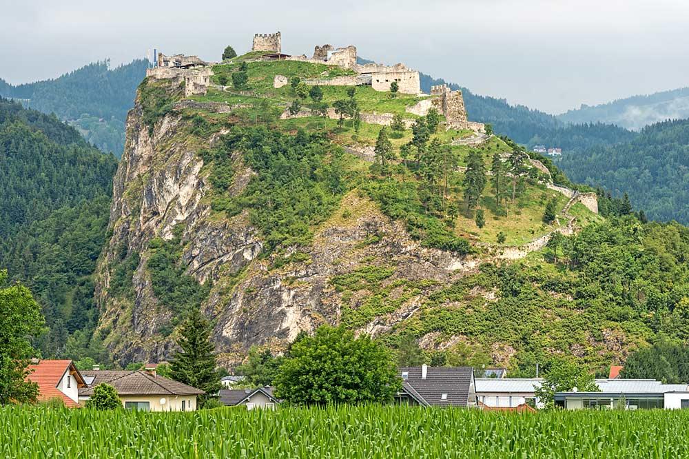 Südansicht der Burgruine am Schlossberg Griffen