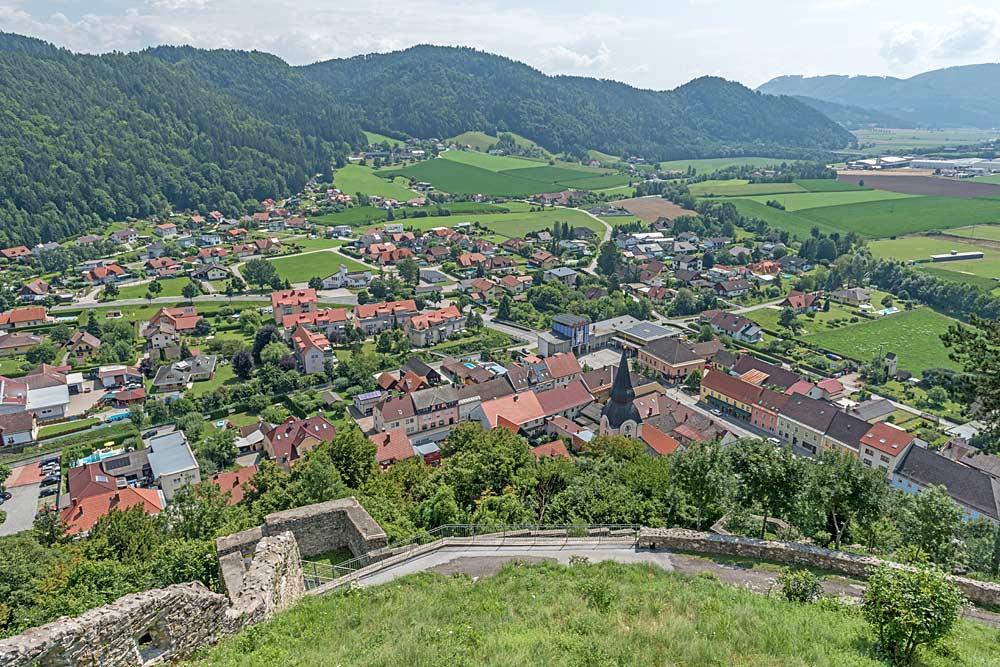 Blick von der Burgruine auf den Ostteil von Griffen