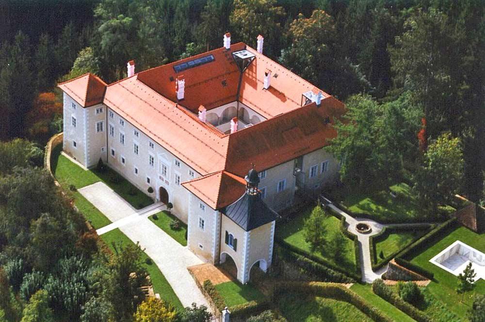 Luftaufnahme von Schloss Neuhaus
