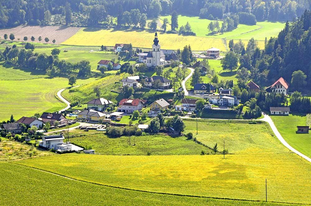 Blick vom Lamprechtskogel auf den Ortsteil Sankt Georgen am Weinberg