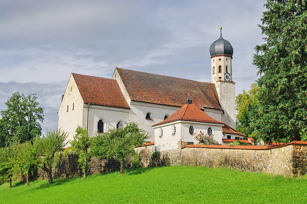 Blick auf St. Kilian in Bad Heilbrunn