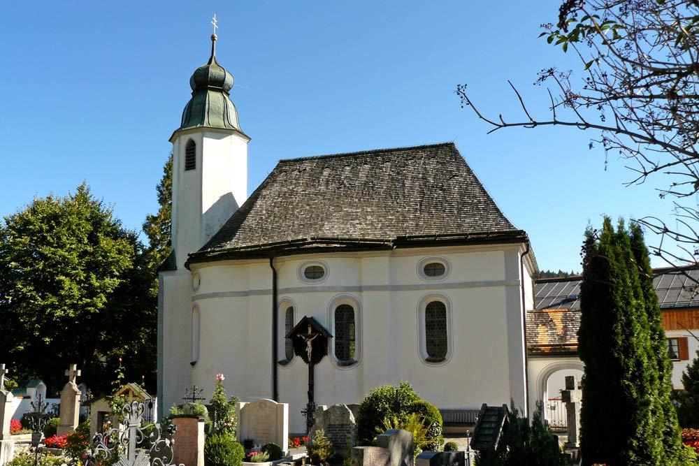 Außenansicht der Pfarrkirche St. Jakobus in Walchensee