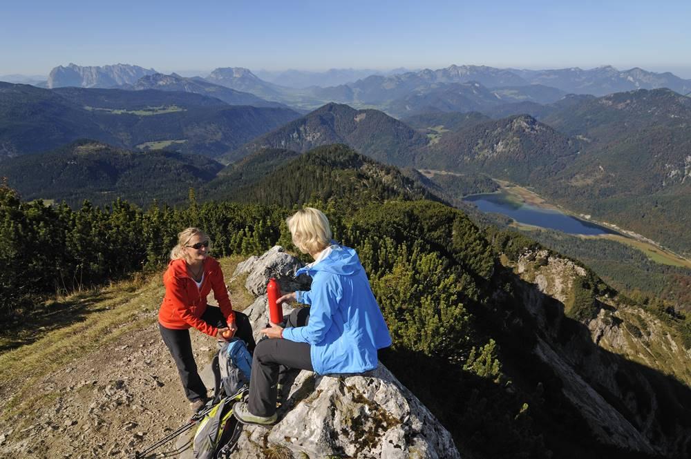 Gipfel des Dürrnbachhorn mit zwei Wanderern