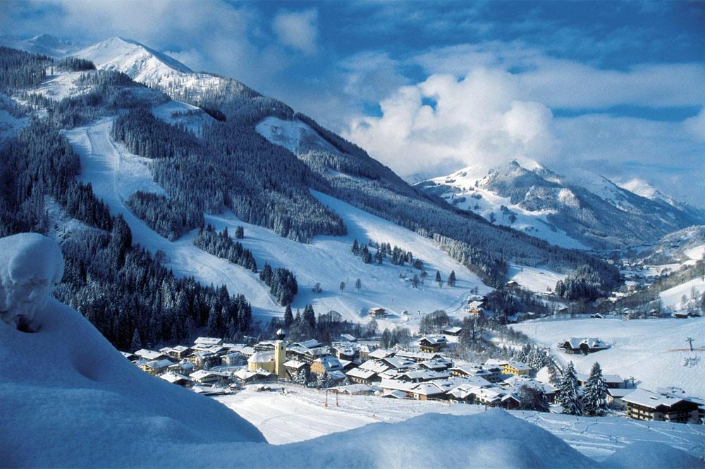 Blick auf das verschneite Saalbach-Hinterlgemm