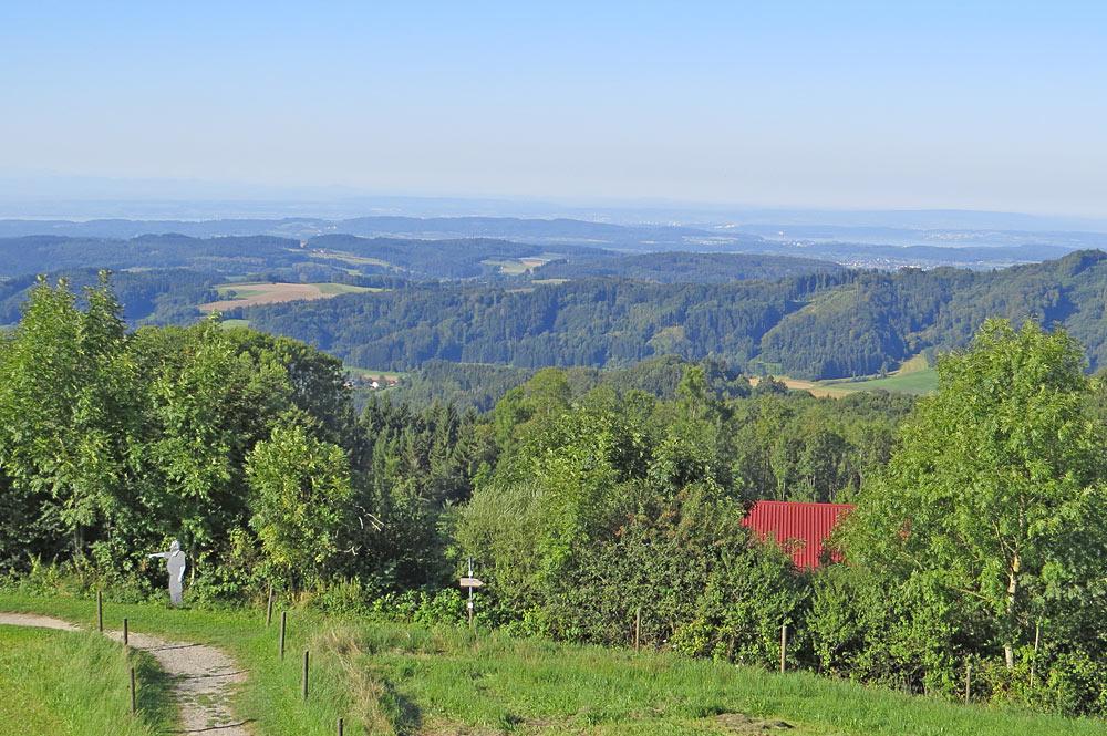 Blick über Deggenhausertal bis zum Bodensee