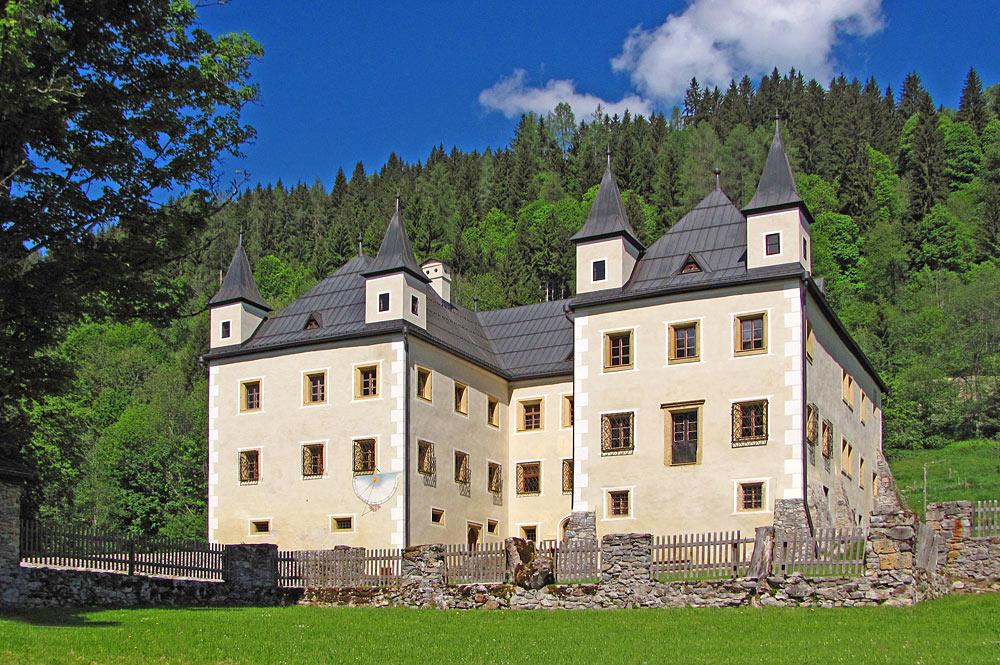 Außenansicht von Schloss Höch in Flachau