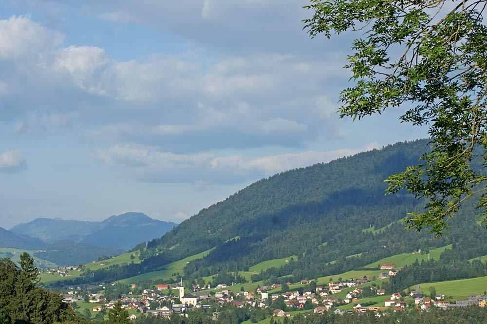 Blick über das Dorfzentrum von Alberschwende