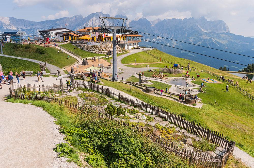 Blick auf Ellmis Zauberwelt an der Bergstation Hartkaiser