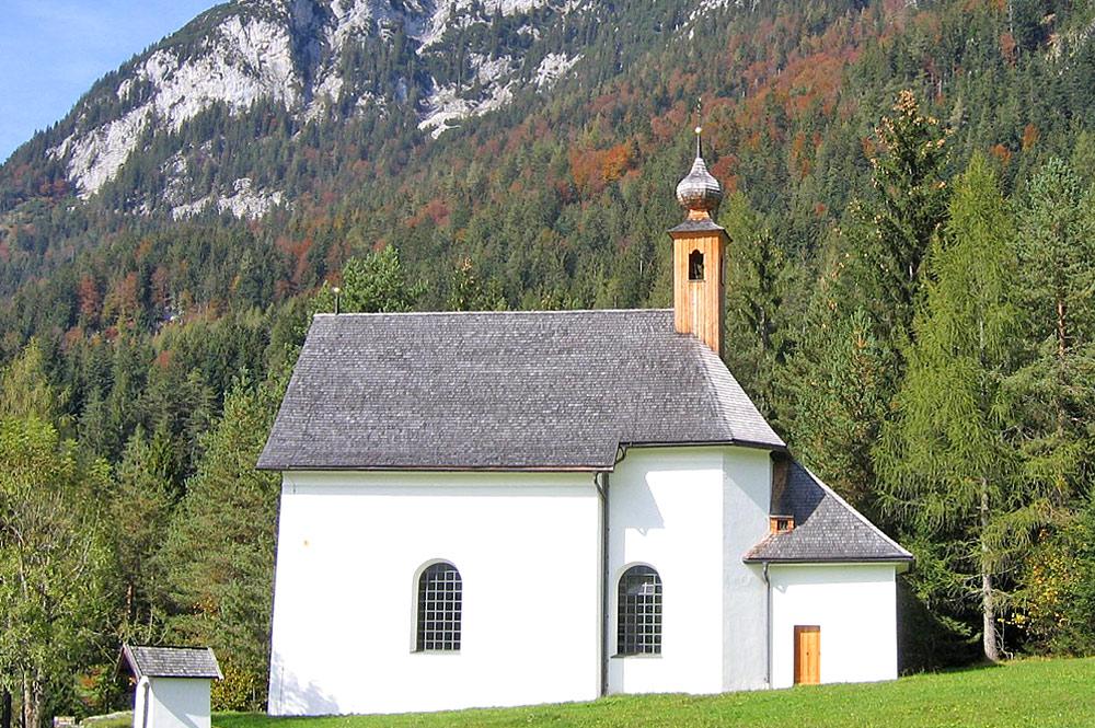 Außenansicht der Bärnstattkapelle in Scheffau