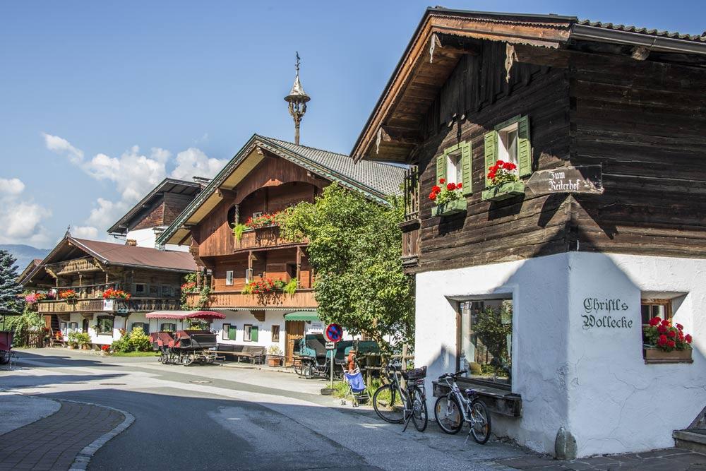 Traditionelle Häuser in Westendorf