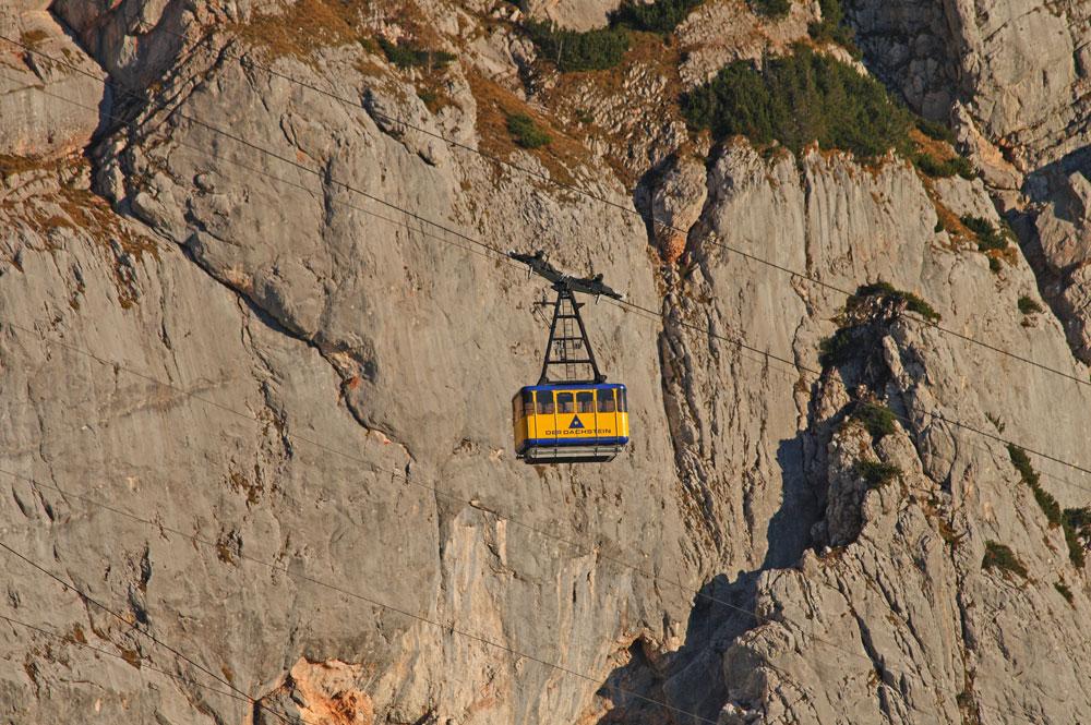 Gondel der Dachsteinbahn vor der Dachstein Südwand