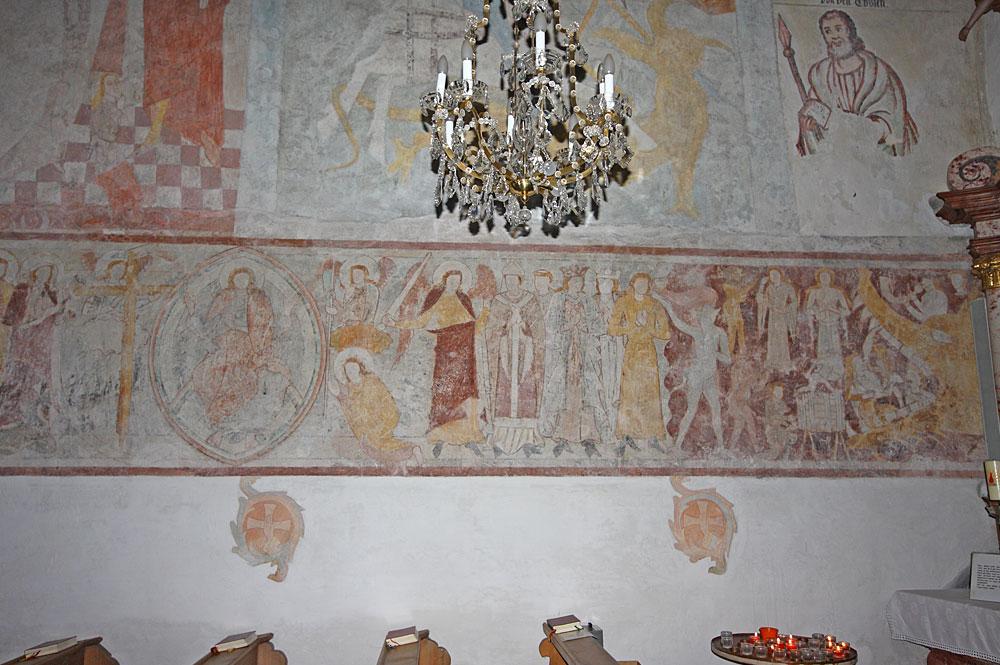 Wandmalereien im Inneren der Kirche St. Rupert am Kulm in Ramsau am Dachstein