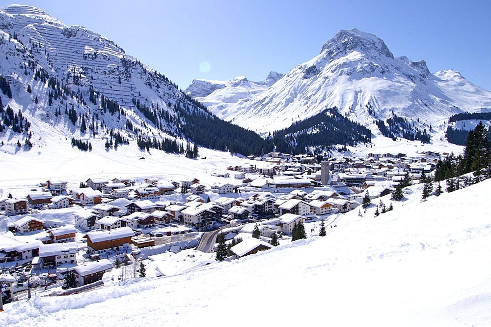 Blick auf Lech am Arlberg im Winter