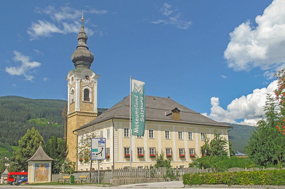 Außenansicht der Pfarrkirche Unsere Liebe Frau Mariä Geburt in Altenmarkt