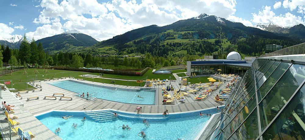 Blick auf den Außenbereich der Alpentherme in Bad Hofgastein