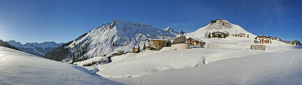 Panoramablick auf Fontanella und Faschina