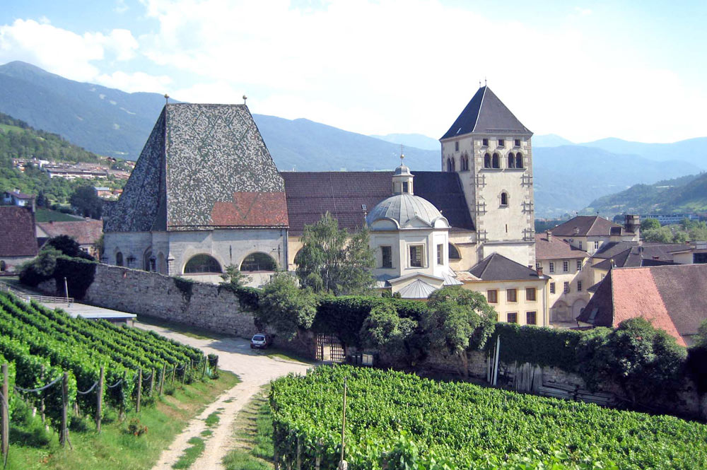 Blick auf Kloster Neustift bei Vahrn