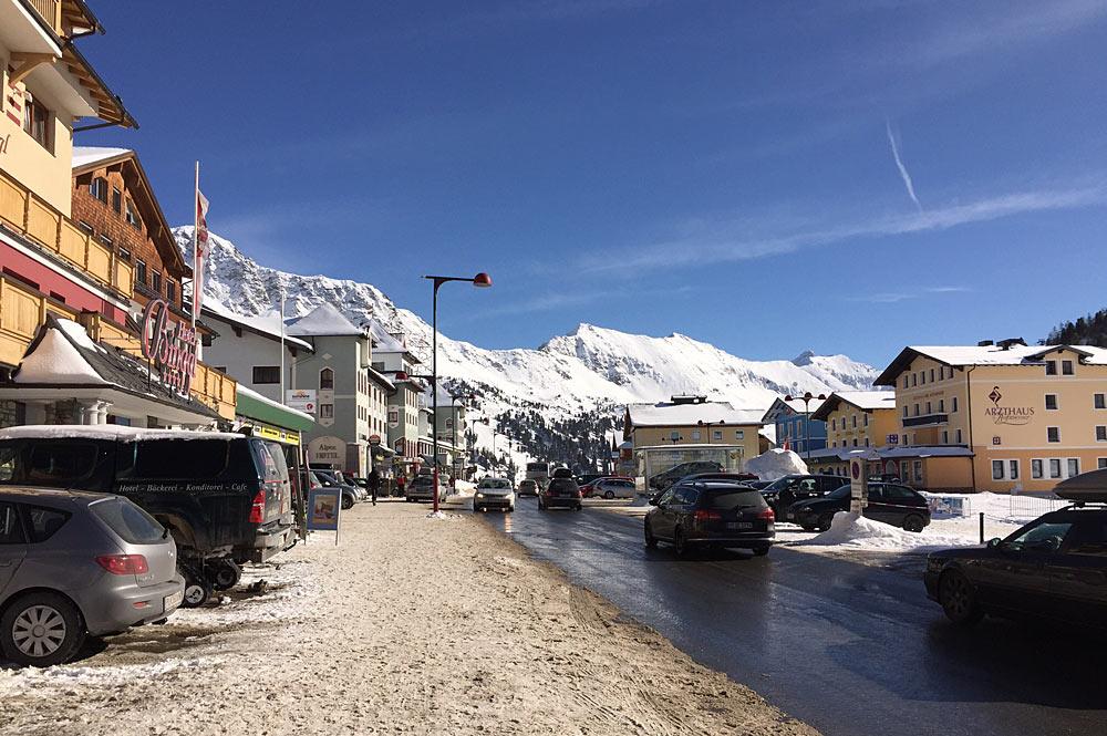 Blick ins Zentrum des Wintersportorts Obertauern