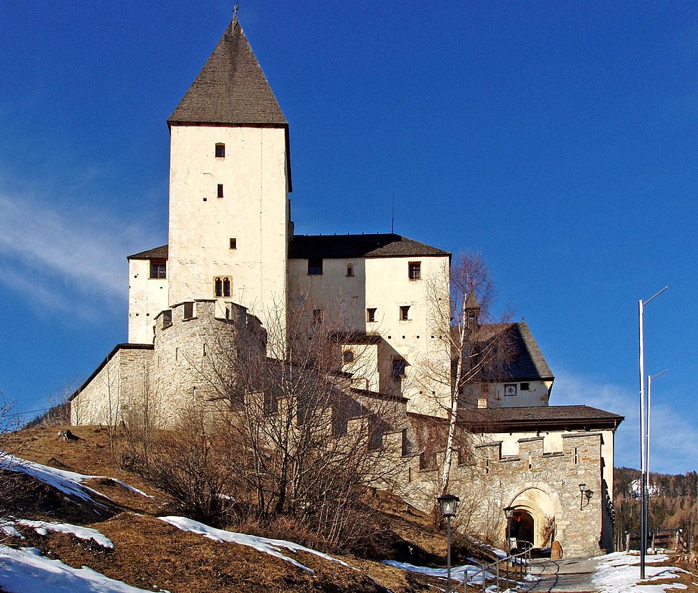 Außenansicht von Burg Mauterndorf