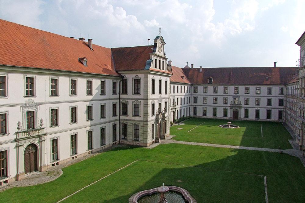 Blick in den Innenhof des Benediktinerklosters Ottobeuren