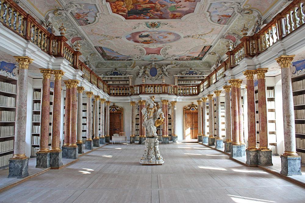 Blick in die Bibliothek der Benediktinerabtei Ottobeuren