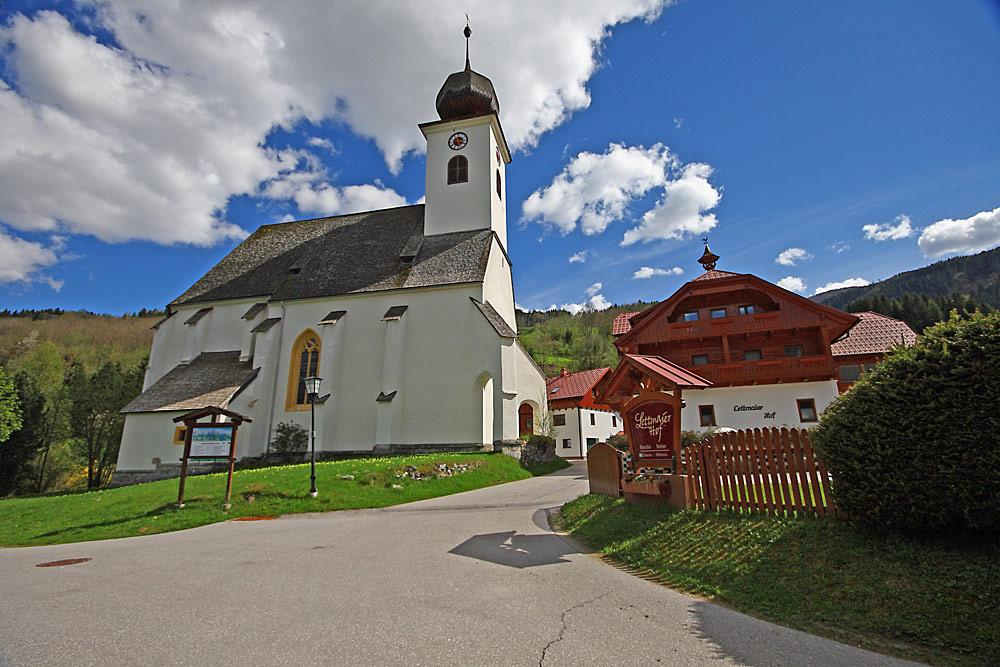 Außenansicht der katholischen Filialkirche St. Margaretha in Haus im Ennstal