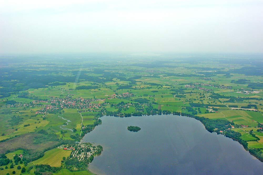 Luftaufnahme der Gemeinde Uffing und dem Staffelsee