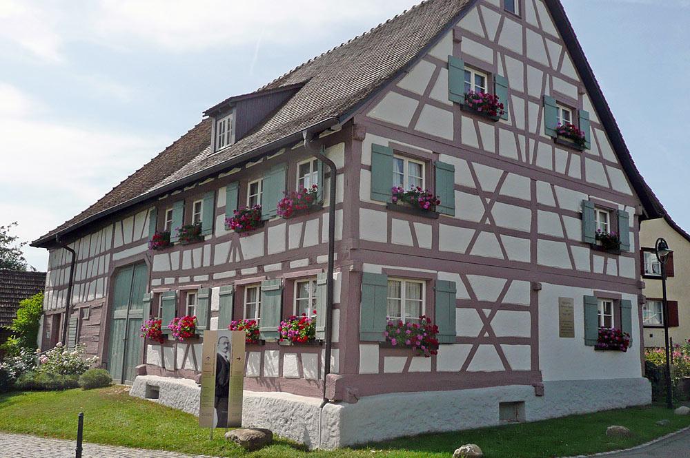 Außenansicht des Hermann-Hesse-Hauses in Gaienhofen