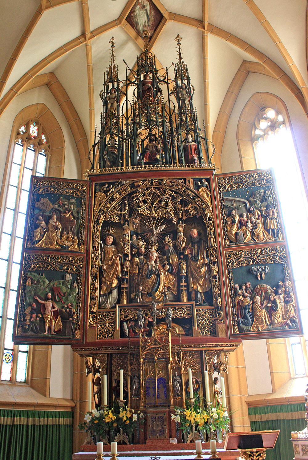 Blick auf den Hochaltar der Pfarrkirche St. Vinzenz in Heiligenblut