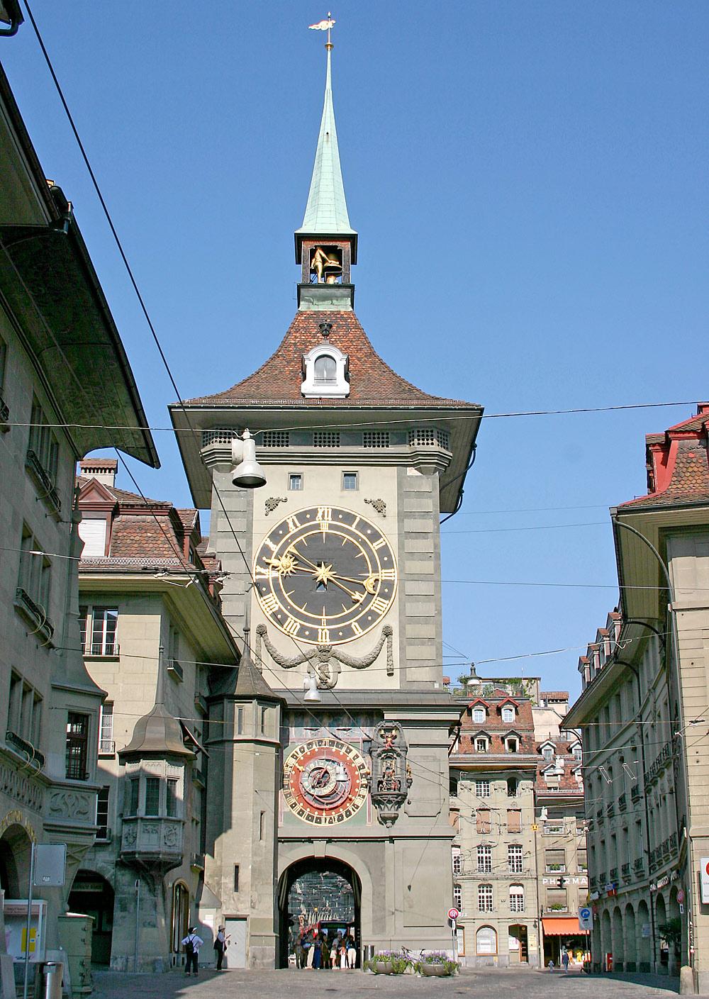 Blick auf den Uhrenturm Zytglogge in Bern