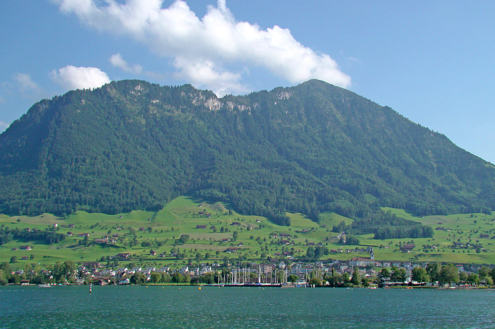 Blick vom Vierwaldstättersee auf Buochs und das Buochserhorn