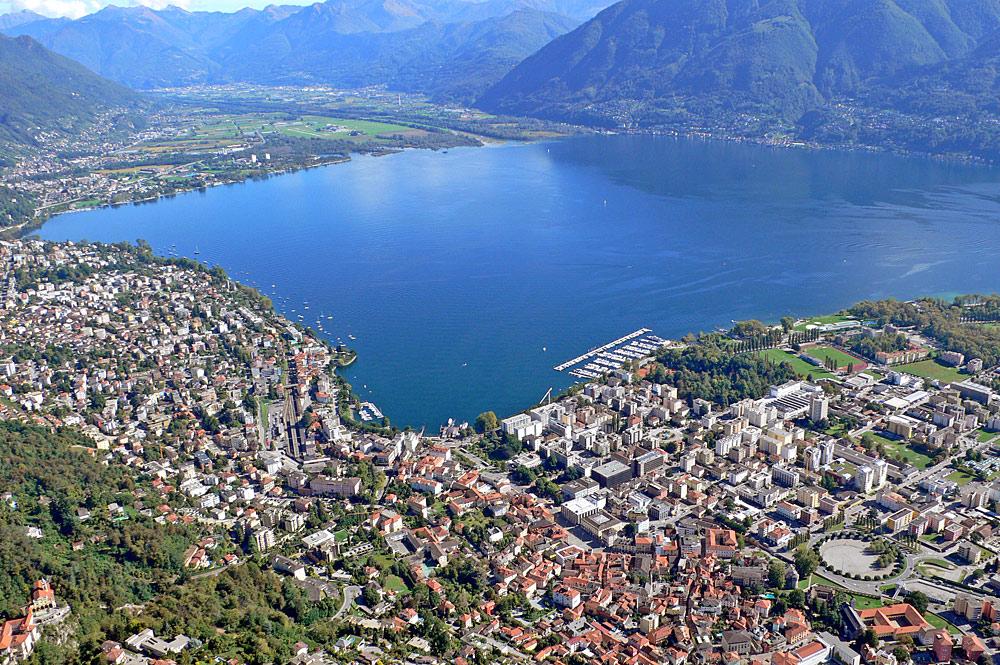 Luftaufnahme von Locarno am Lago Maggiore