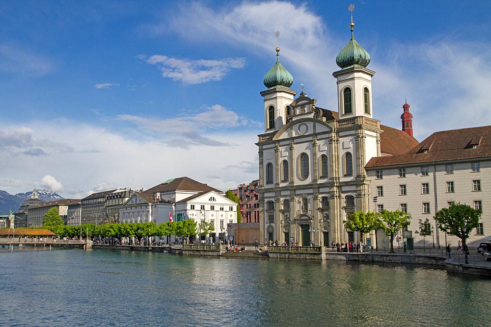 Außenansicht der Jesuitenkirche Luzern