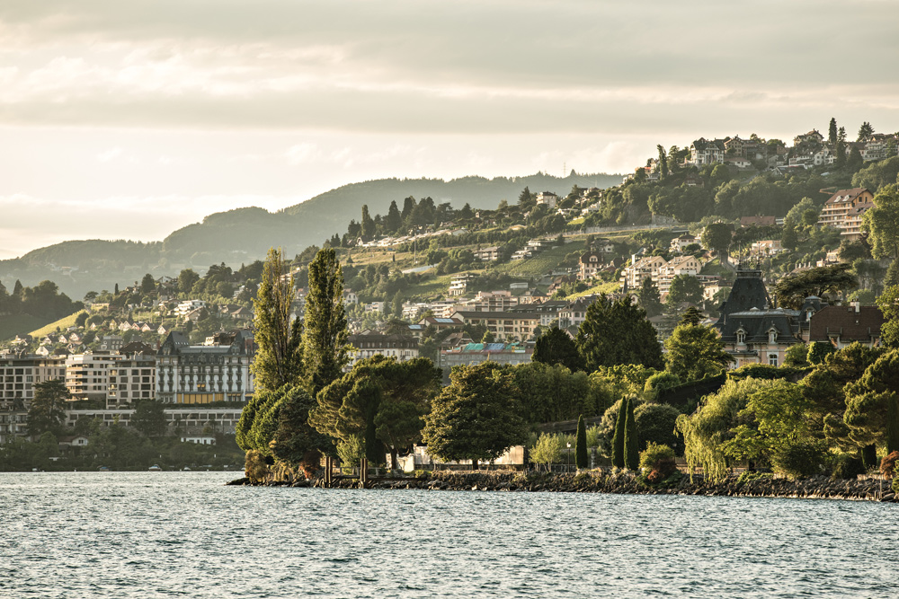 Blick auf Montreux am Ufer des Genfersees
