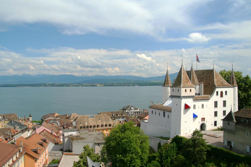 Blick auf das Schloss Nyon und den Genfersee