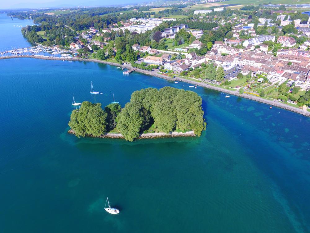 Künstliche Insel Île de la Harpe im Genfersee