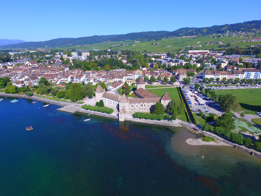 Luftbild von Schloss Rolle