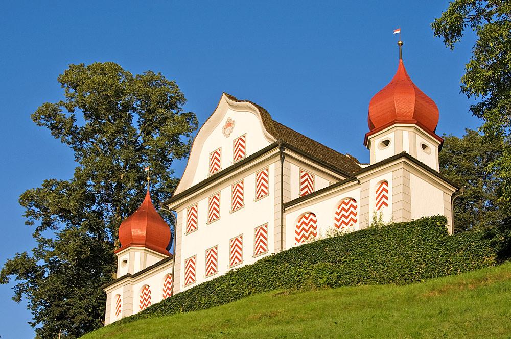 Blick von unten auf Burg Landenberg in Sarnen