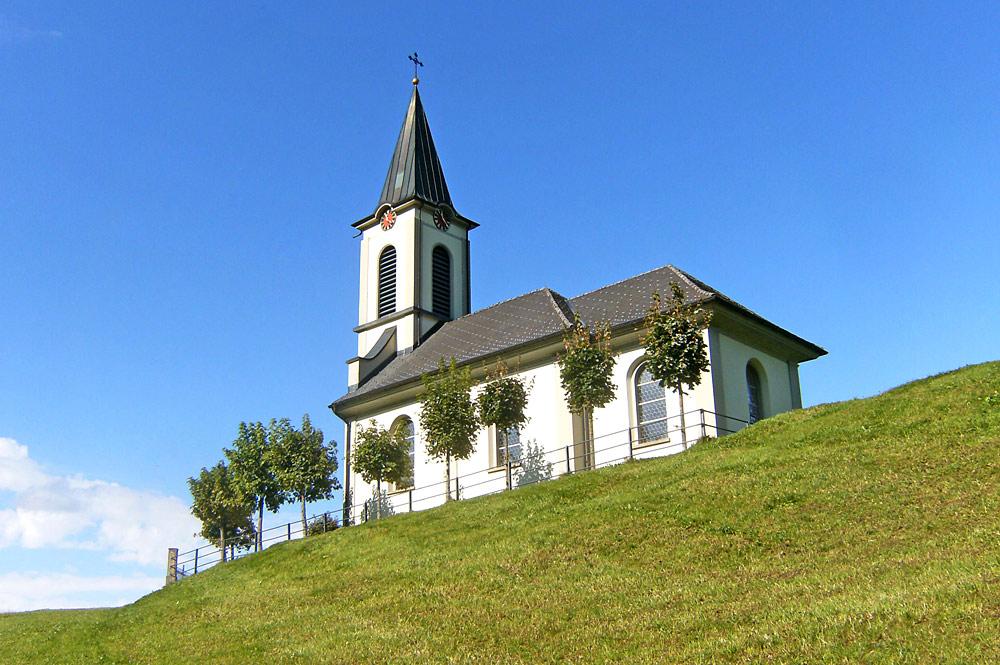 Blick von unten auf die Kapelle Hirsch in Unteriberg
