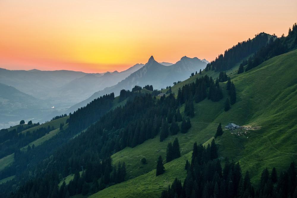 Sonnenaufgang am Fuße des Moléson