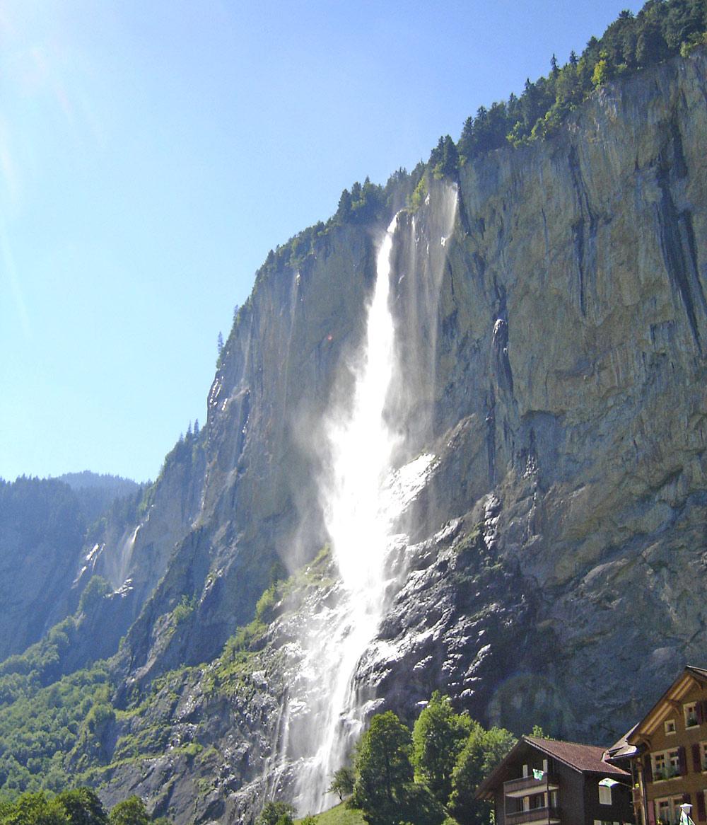 Blick auf den Staubbachfall in Lauterbrunnen