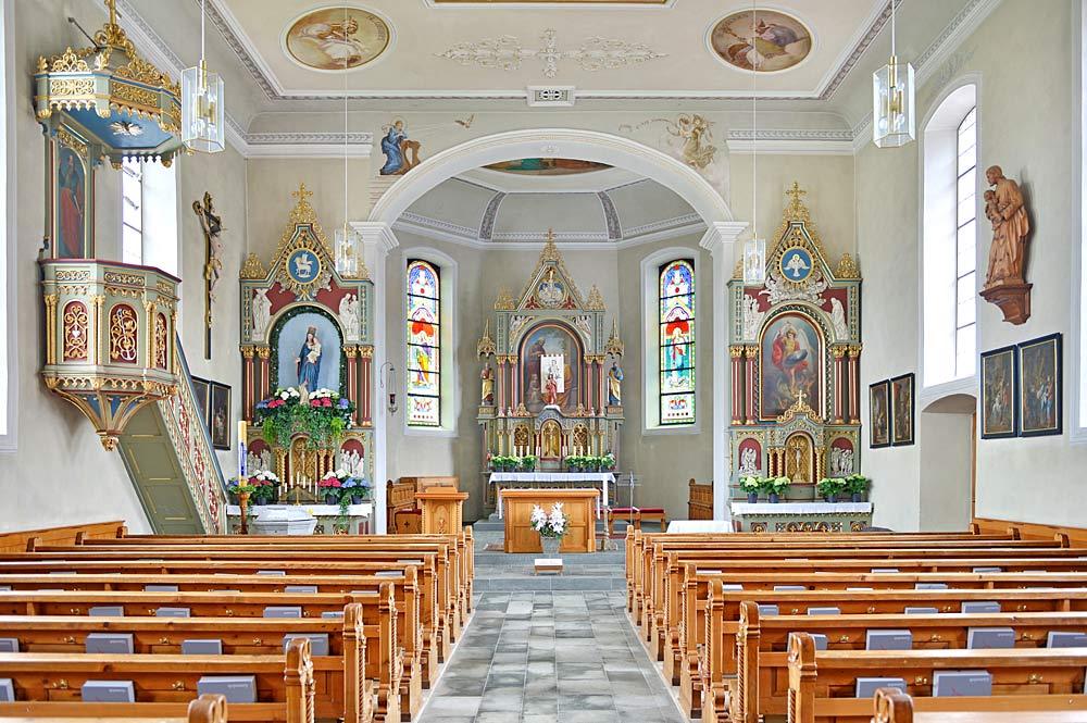 Innenansicht der St. Anna-Kirche in Hirschegg