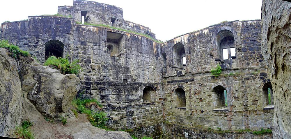 Innenansicht der Burgruine Grasburg in Schwarzenburg