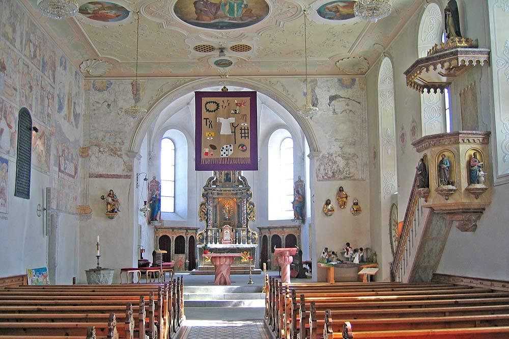 Innenraum der Pfarrkirche St. Jodok in Mittelberg