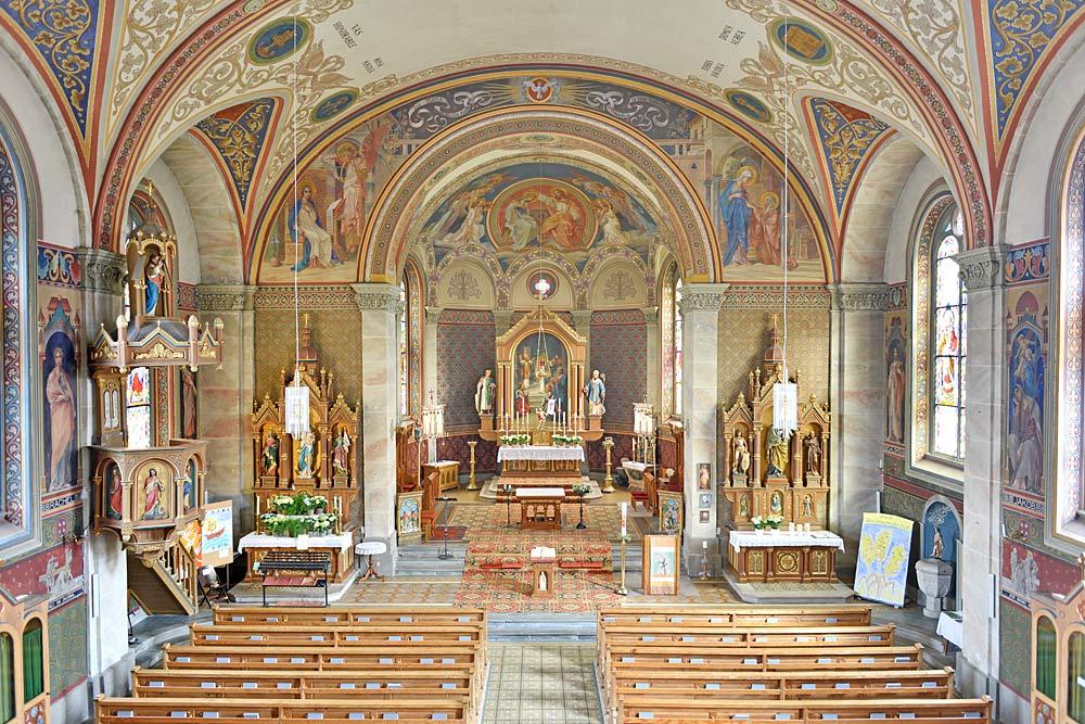 Innenraum der Pfarrkirche Mariä Opferung in Riezlern